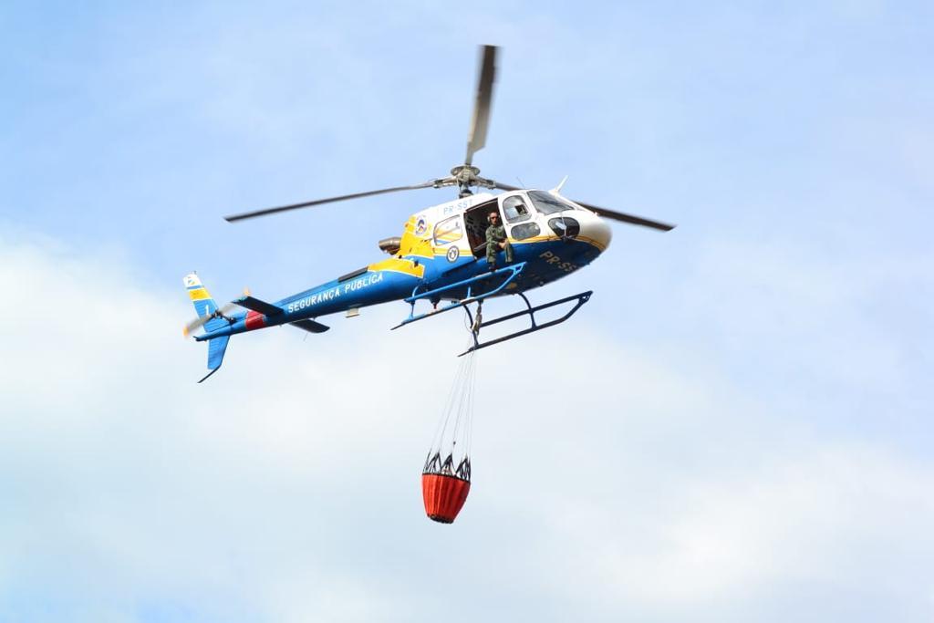 CIOPAER presta apoio aéreo no combate as queimadas e lança cerca de 7,5 mil litros de água em focos de incêndio neste sábado