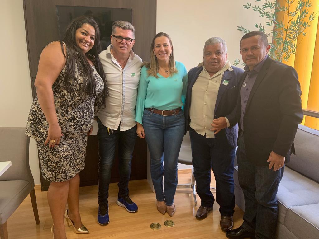 Eduardo Gomes e Dulce Miranda recebem em Brasília líderes de Xambioá
