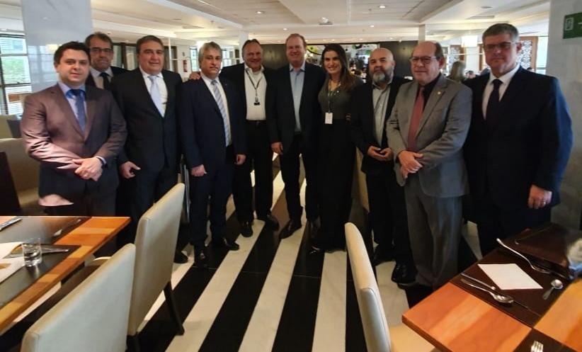Prefeito Laurez Moreira busca a viabilização de voos para Gurupi