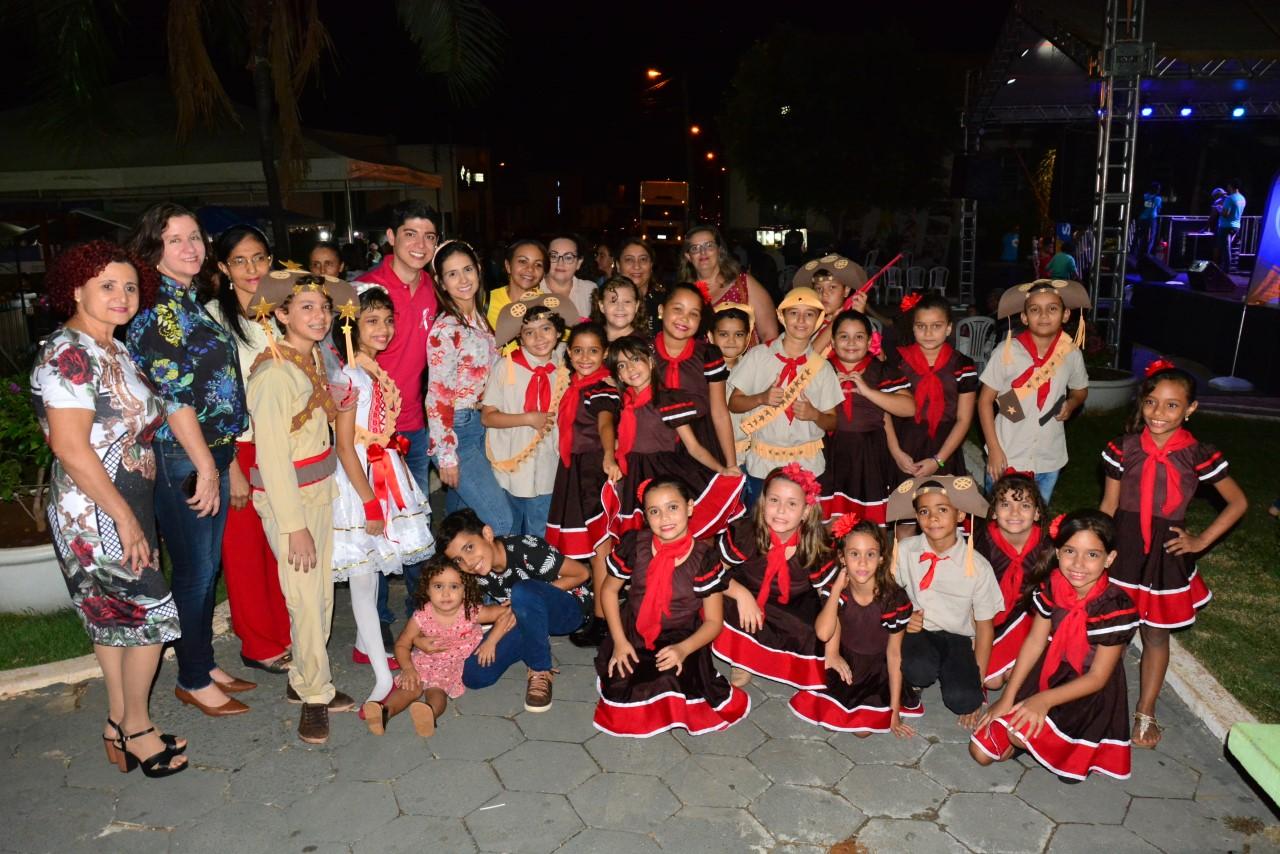 Programação noturna das 56 horas de cultura contou com shows musicais e lançamento de livro em Paraíso