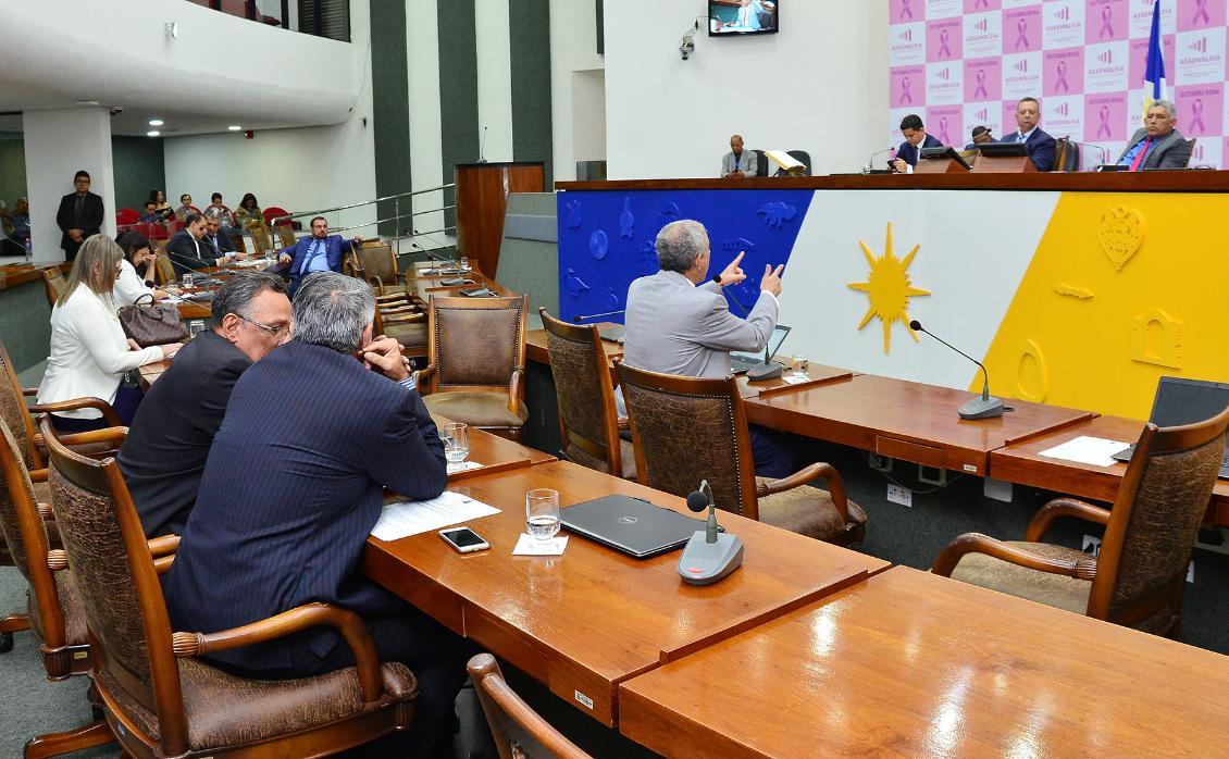 Deputados repercutem política de isenção de impostos no Estado