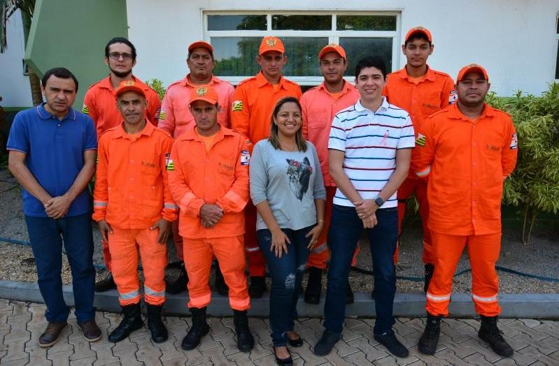 Formandos em brigada de incêndio recebem certificação das mãos de Celso Morais