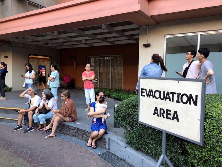 Sobe para sete total de mortos em terremoto nas Filipinas