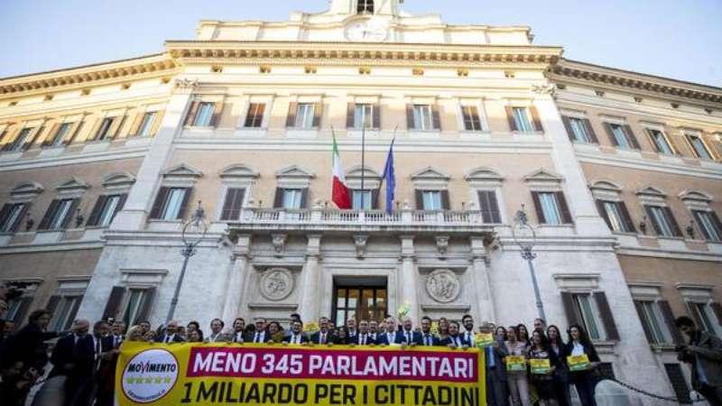 Itália aprova redução de um terço no número de parlamentares