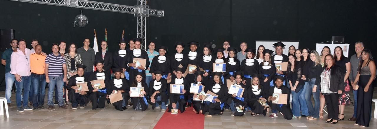 Laticínio Scala oferece programa de ensino de jovens e adultos para seus colaboradores