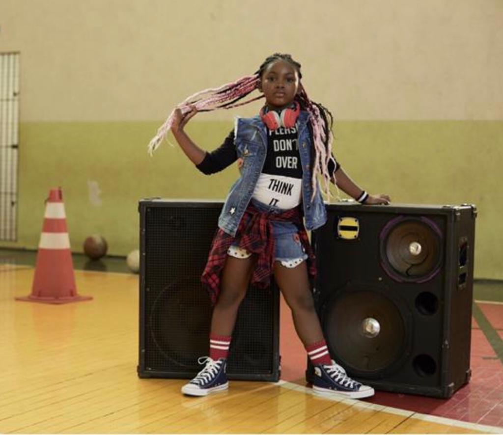 Após viralizar na internet, 'Mini Iza' estrela primeira campanha publicitária
