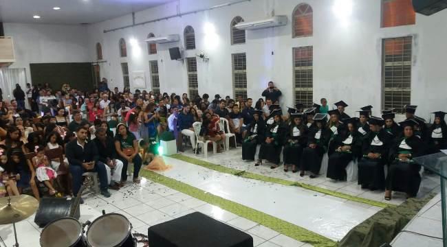 Colégio Dinâmico, em Paraíso, realiza formatura de 21 concluintes do Curso Técnico em Enfermagem