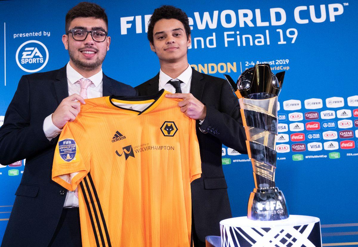 Flávio Fifilza e Ebinho, do Wolves, comemoram indicação para o prêmio eSports Brasil