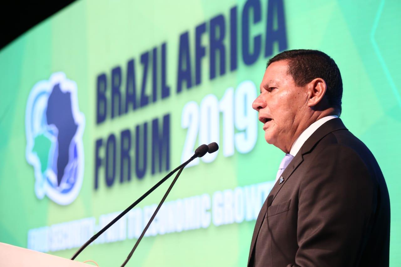 Hamilton Mourão anucia primeira viagem oficial ao continente africano durante Fórum África 2019