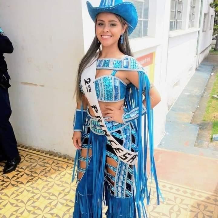 Princesa da Abril Fest sonha em ser famosa e empresária