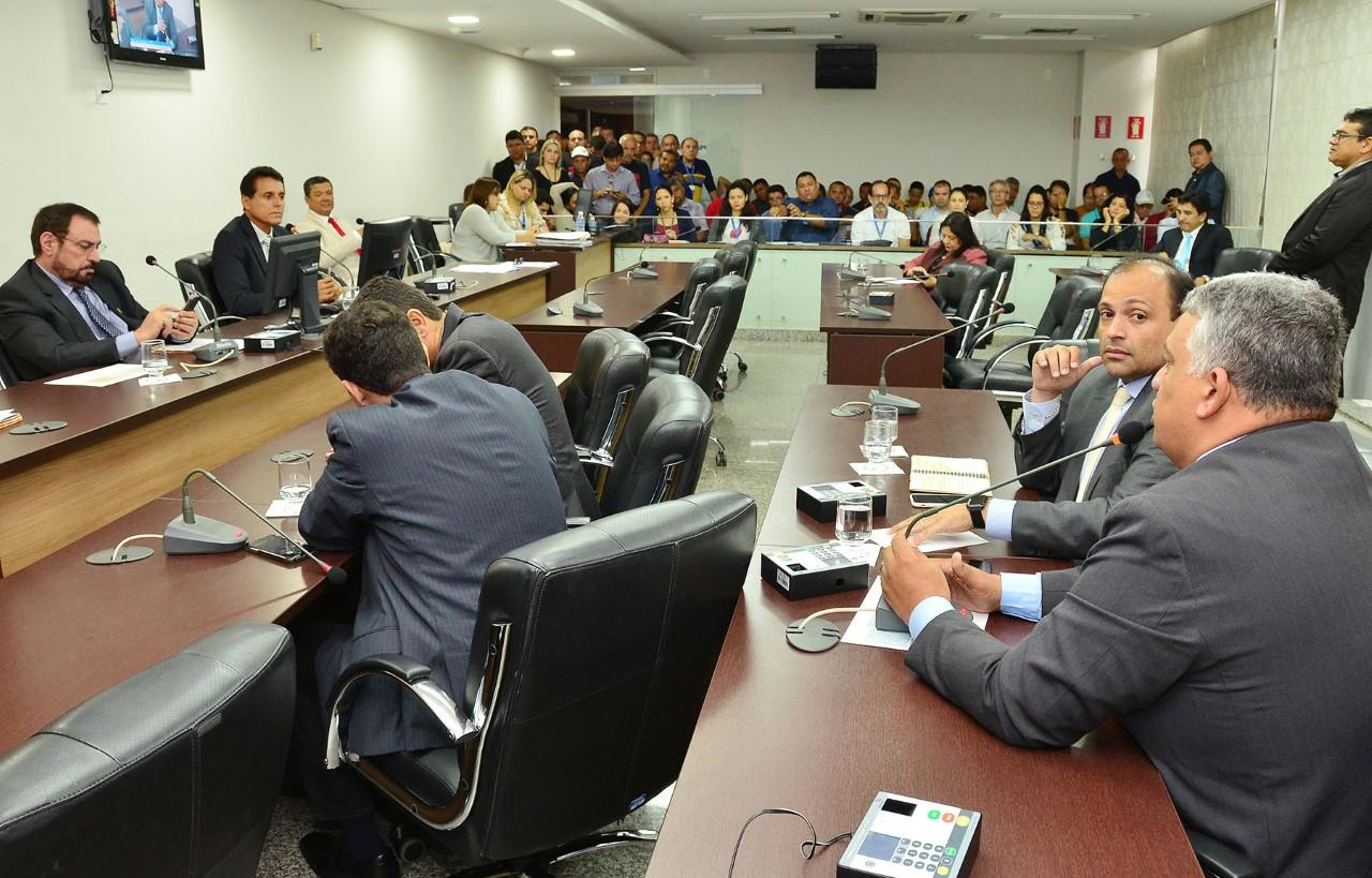CCJ discute medidas que alteram vencimentos de cargos em comissão e sobre dívidas do Igeprev