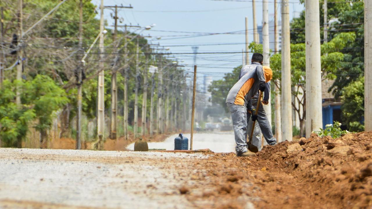 Após drenagem, Prefeitura finaliza pavimentação da NS-A, rua atrás da Estação Xambioá