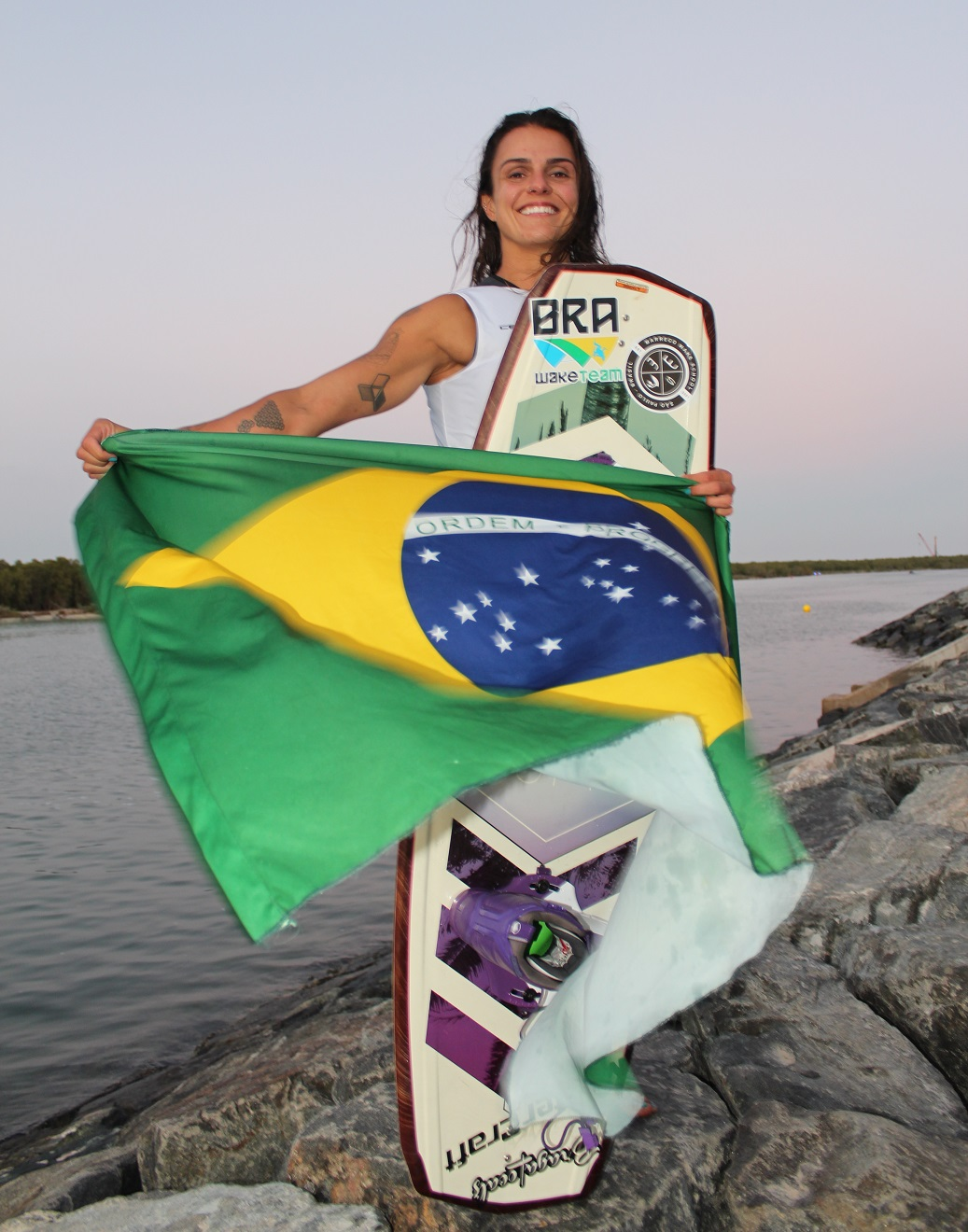 Mariana Nep vence Mundial de Wakeboard em Abu Dhabi