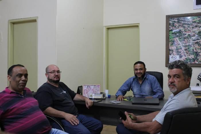 Prefeito de Cristalândia e vereadores discutem demandas do município