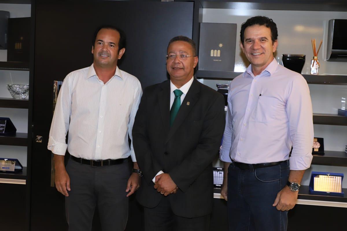 Presidente da FIETO recebe Tom Lyra que passa a responder pela Secretaria da Indústria e Comércio do Estado