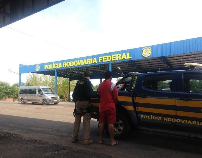PRF flagra condutor inabilitado conduzindo motocicleta furtada em Aguiarnópolis