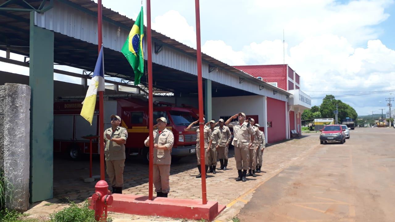 Corpo de Bombeiros de Paraíso realiza solenidade em comemoração ao Dia da Bandeira
