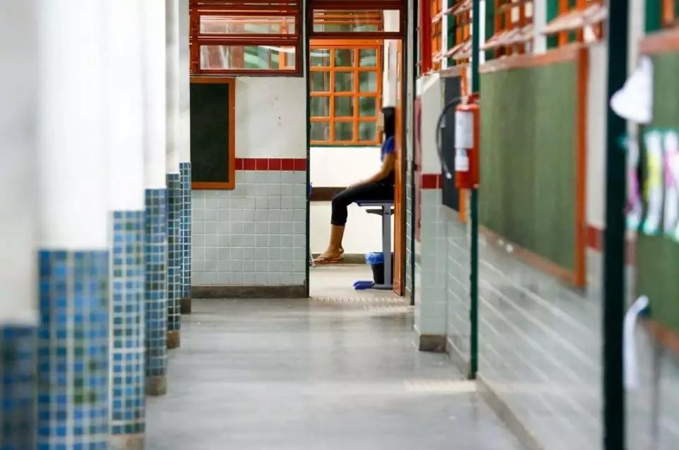 Professor da rede pública do DF é acusado de assédio por 5 alunas