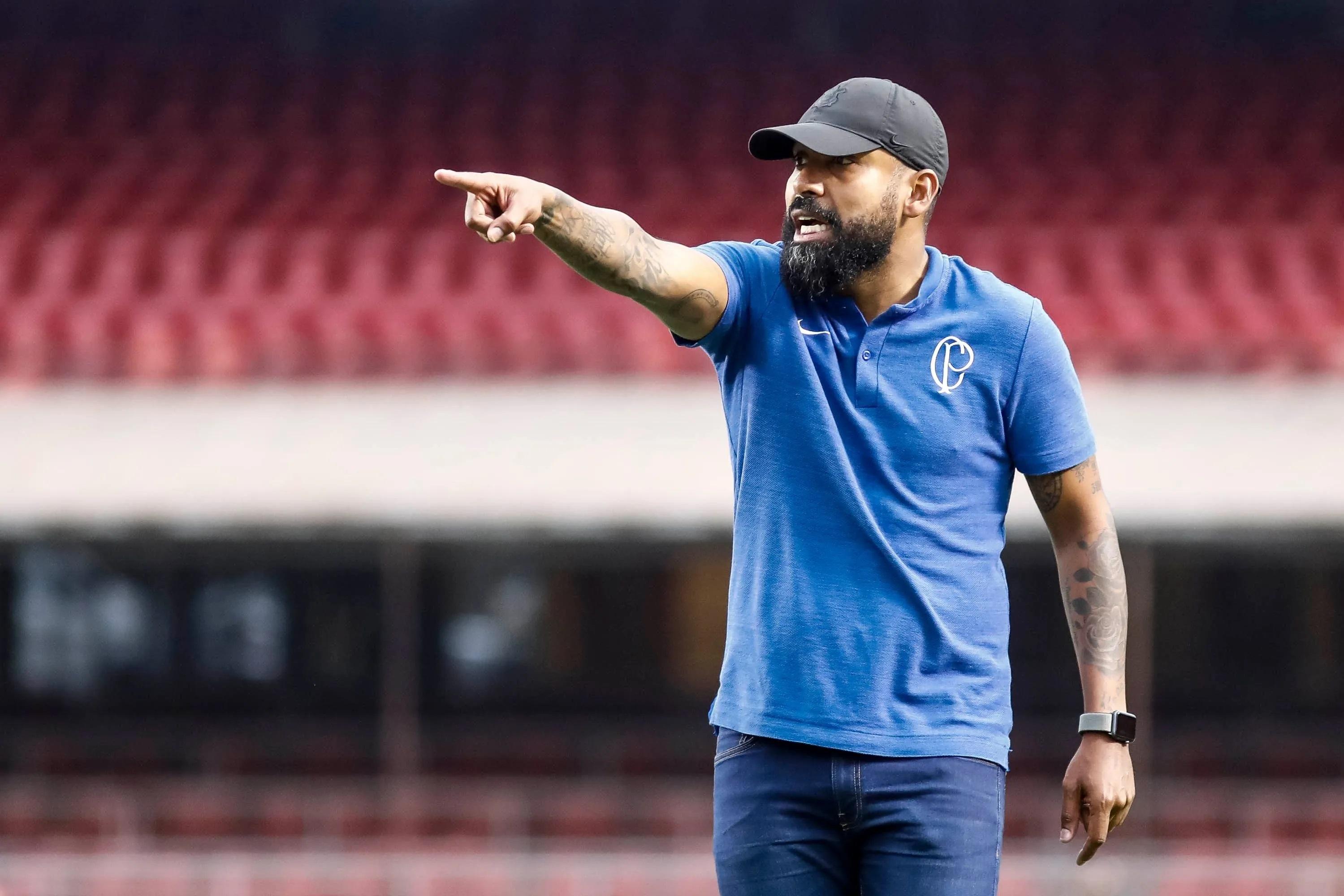 Corinthians confirma Coelho como técnico interino