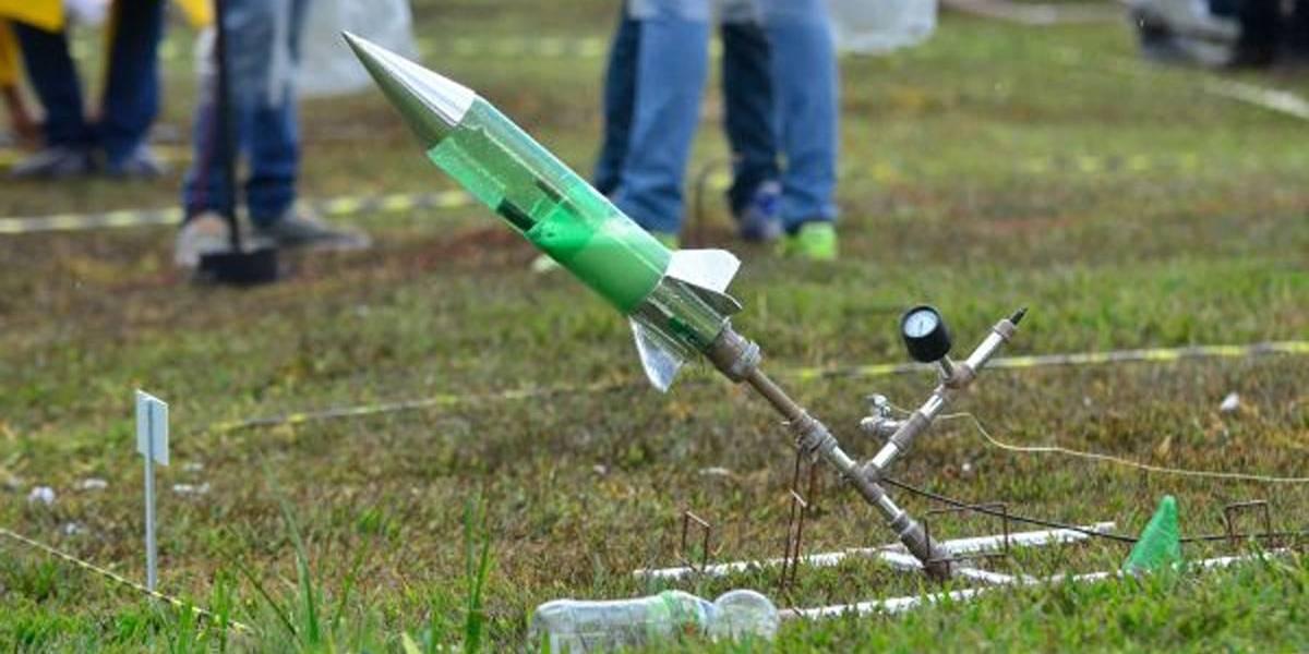 Foguetes de garrafa pet estimulam interesse de estudantes na ciência