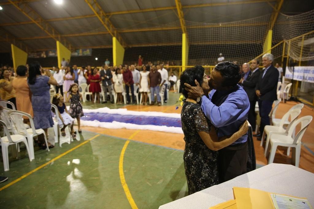 Casais dizem sim em casamento comunitário durante o Justiça Cidadã especial em Mateiros