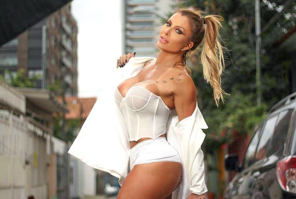 Luciane Hoepers posa sensual e confessa: 'Não nasci para seguir as regras de uma boa mocinha da sociedade'