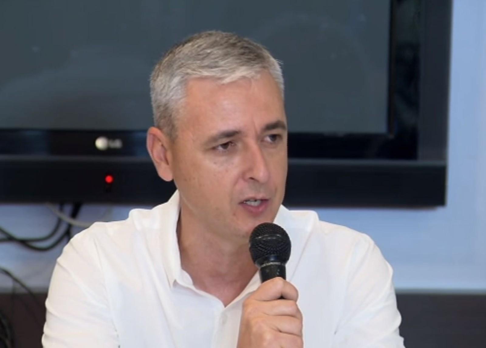 Tiago Nunes nega contrato com o Corinthians e cita desgastes no Athletico