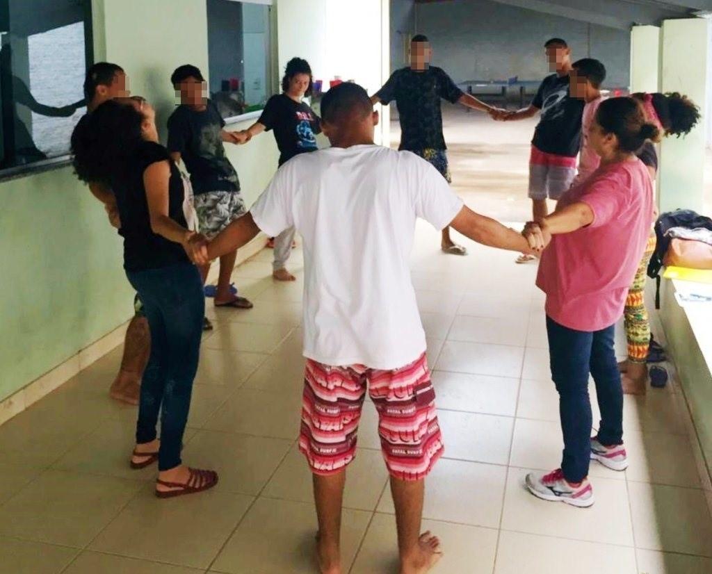 Adolescentes em cumprimento de medida socioeducativa participam de projeto que promove arte e cultura