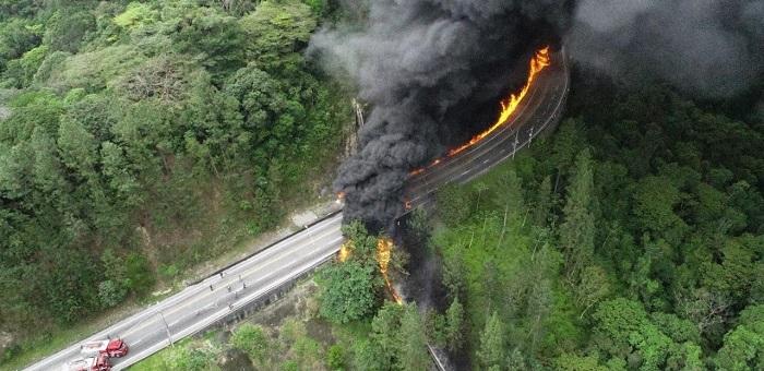 Explosão de caminhão-tanque deixa vítimas e fecha Tamoios; vídeo