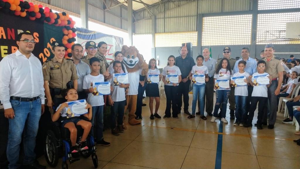 Polícia Militar realiza formatura de 974 crianças de 5º ano no Curso PROERD em Araguaína