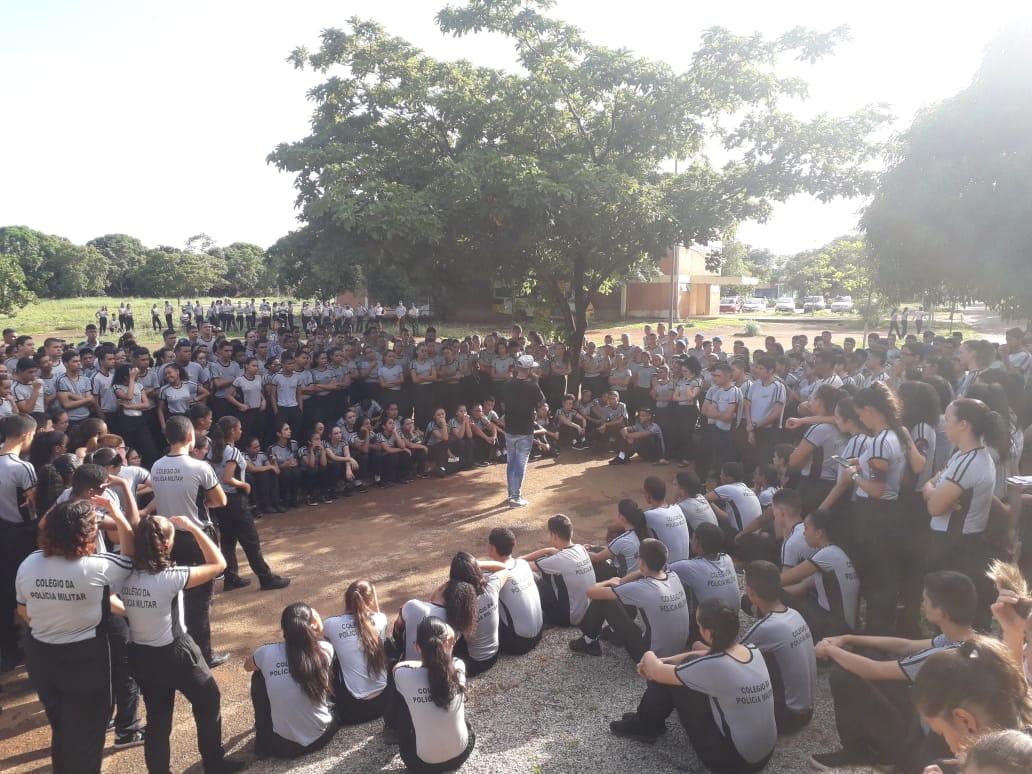 Alunos do Colégio Militar de Palmas participam do encerramento do 'Recreião