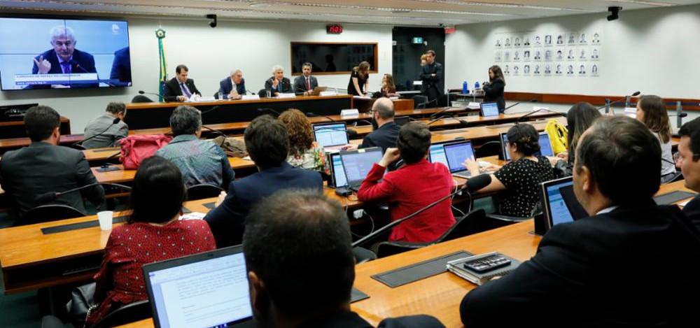 Anatel defende redução de taxas do Fistel para expansão de estações domiciliares de internet via satélite