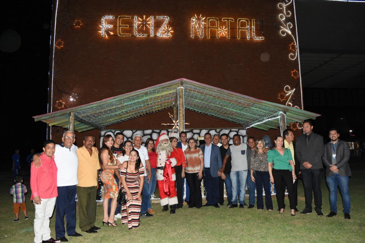 Assembleia comemora chegada do natal com cantata e show de luzes