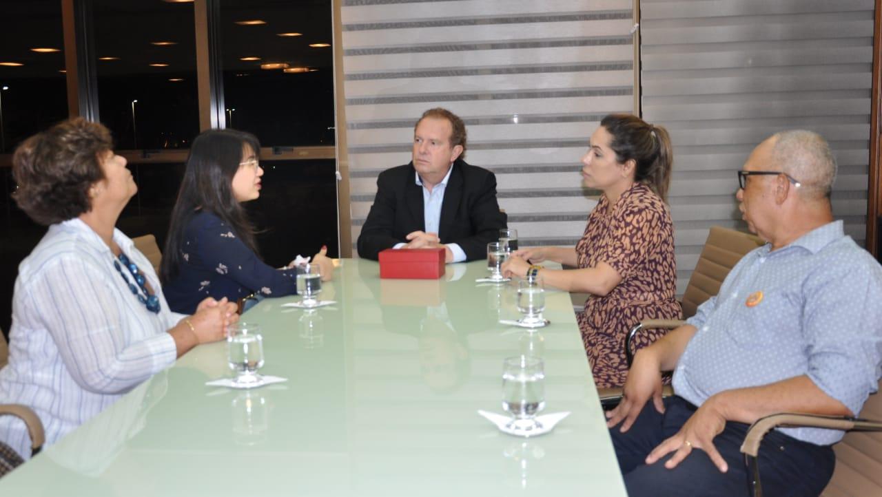 Governador Mauro Carlesse recebe empresários do ramo ótico da Kenerson