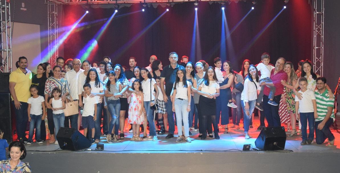 Alunos do Projeto de Iniciação Musical da Escola Raio de Sol se apresentam em Paraíso