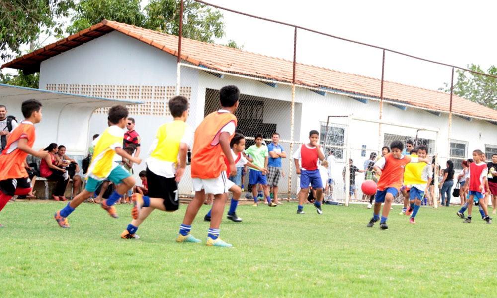 Estudantes da Escolinha de Futebol Nilton Santos, em Palmas, encerram 2019 com torneio