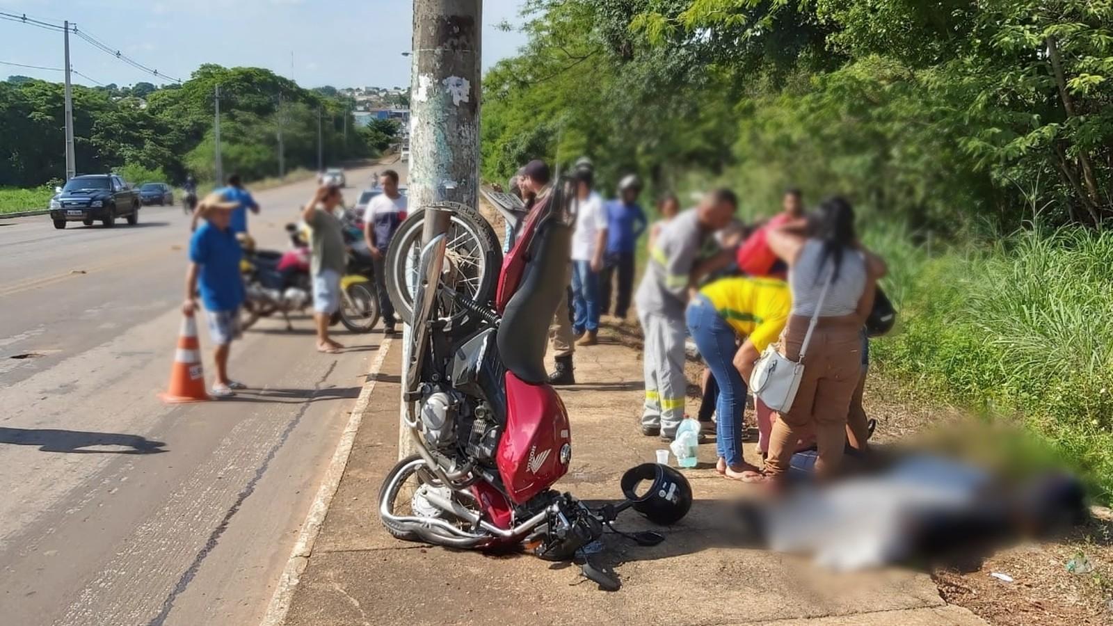 Homem morre após bater com motocicleta em poste em avenida de Gurupi