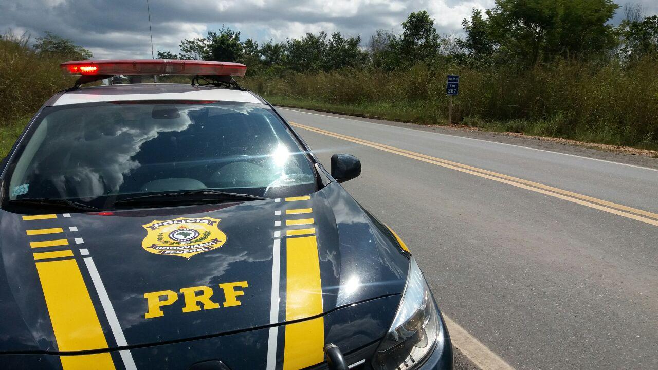 Motociclista embriagado causa acidente ao colidir com viatura da Polícia Militar na BR-153