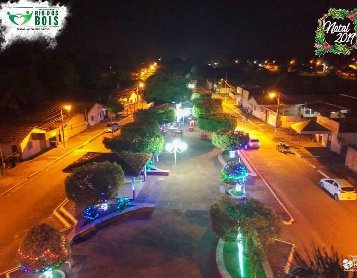 Praças de Rio dos Bois recebem decoração natalina