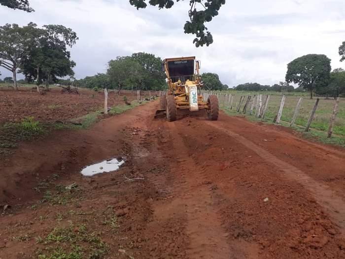 Prefeitura de Fátima realiza manutenção de estrada vicinal do município