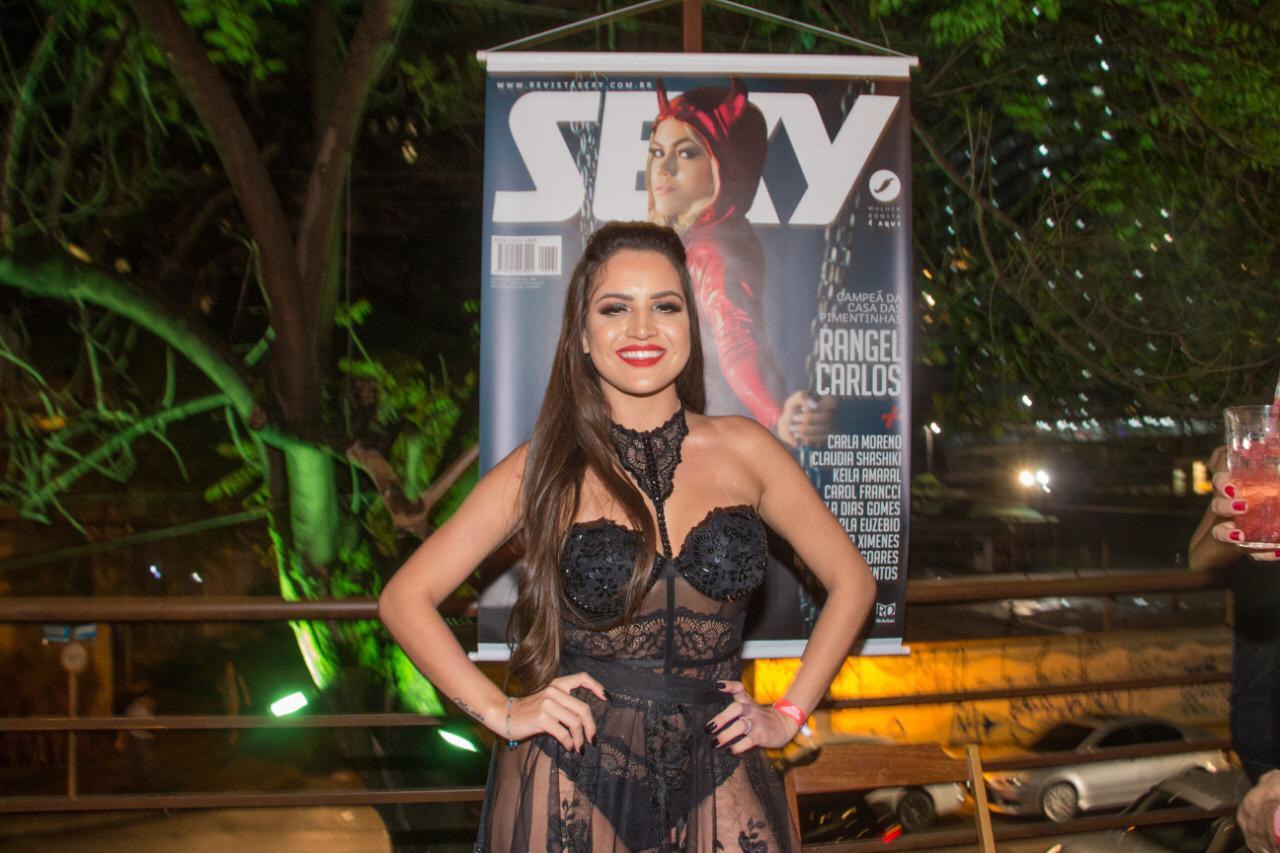 Musa do São Paulo faz sua estréia na Revista Sexy e para tudo em lançamento com grande estilo