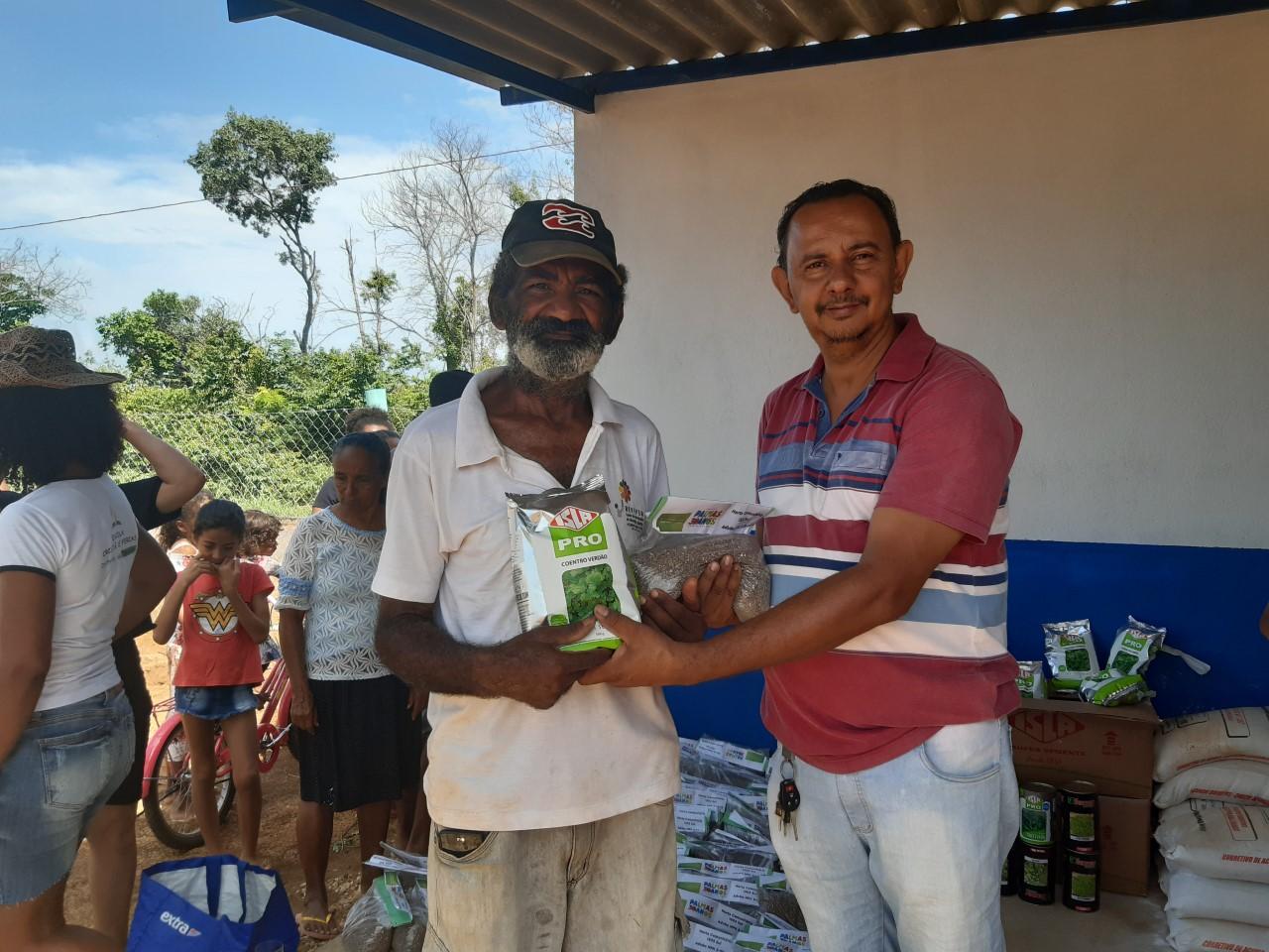 Seder entrega insumos para as famílias da Horta Comunitária da Arso 131