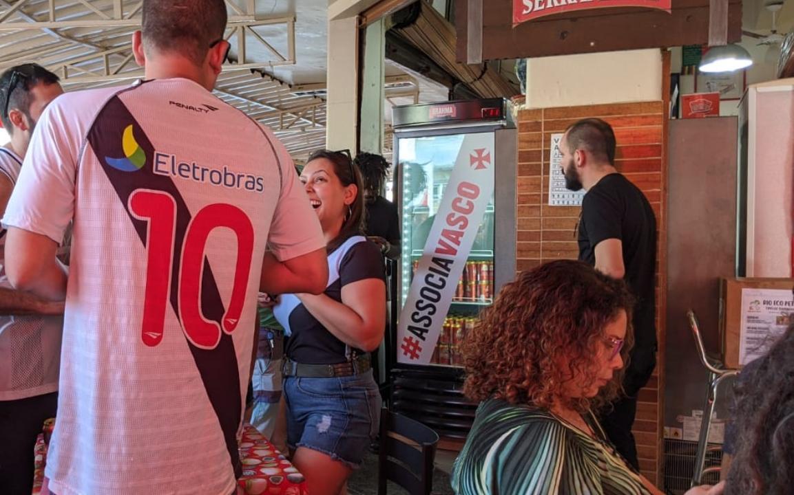 Vasco supera 170 mil sócios e Brahma tira cadeados de geladeiras de quatro bares do Rio