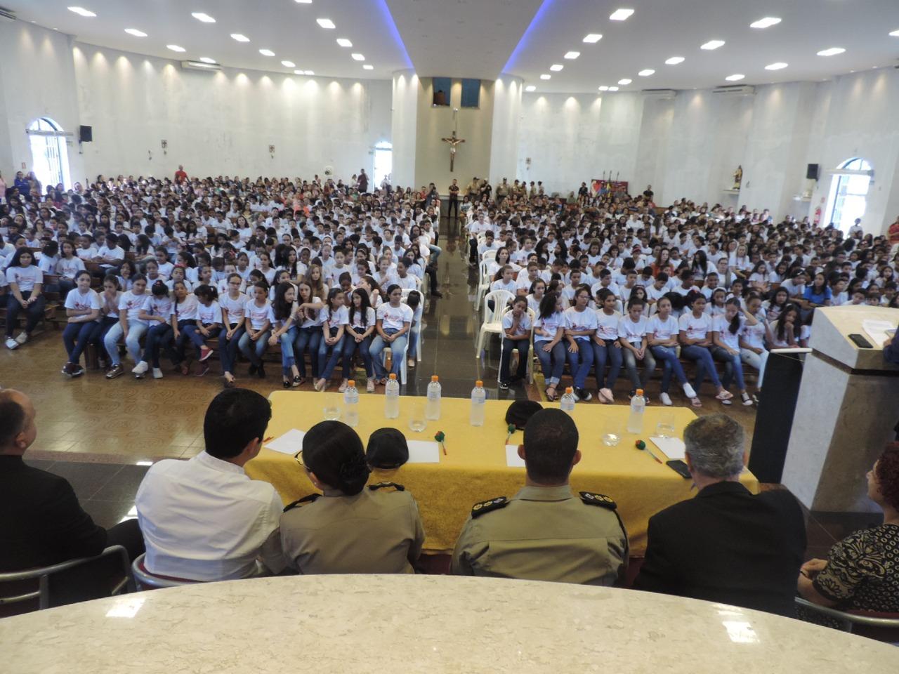 Polícia Militar realiza formatura de 881 alunos do Proerd em Paraíso