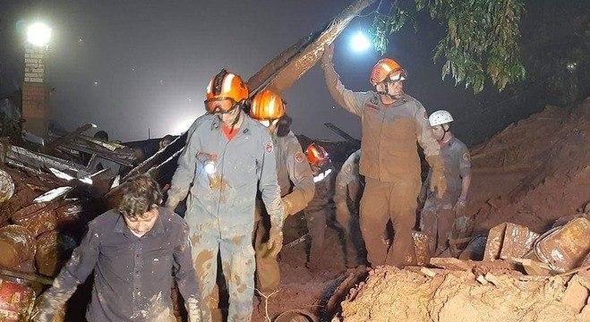 Sobe para 4 o número de mortos em deslizamentos de Campos do Jordão
