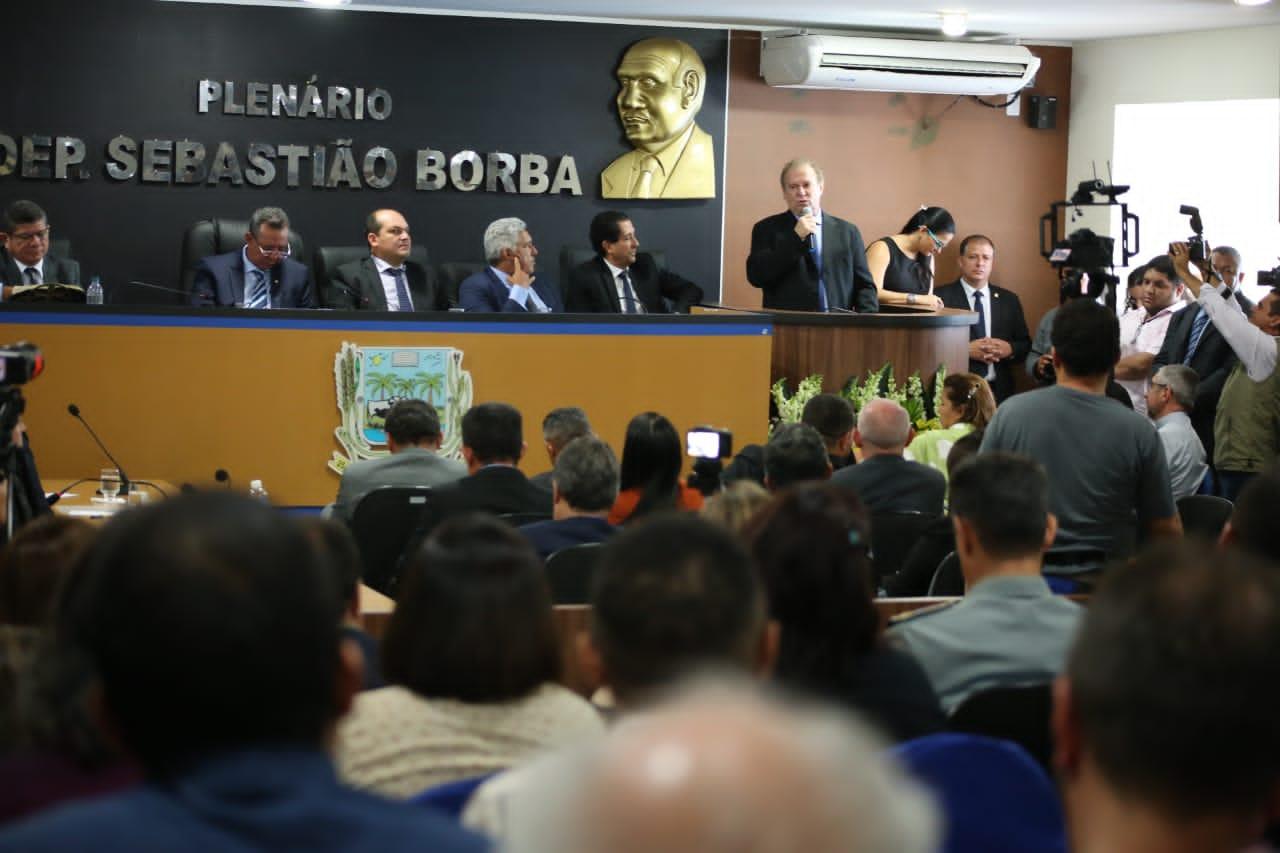 Em Miracema, Governo anuncia escola militar, obras de incentivo ao esporte e entrega equipamentos para escolas