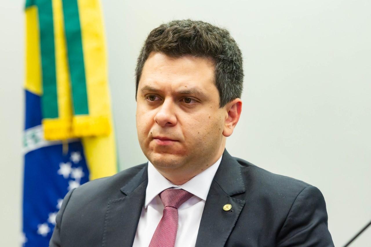 Relatado por Tiago Dimas, projeto que beneficia micros e pequenas empresas é aprovado em comissão