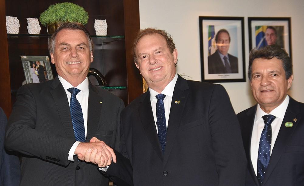 Ao lado de Bolsonaro, governador Carlesse afirma que Governo Municipalista vai gerar mais de 20 mil empregos no Tocantins