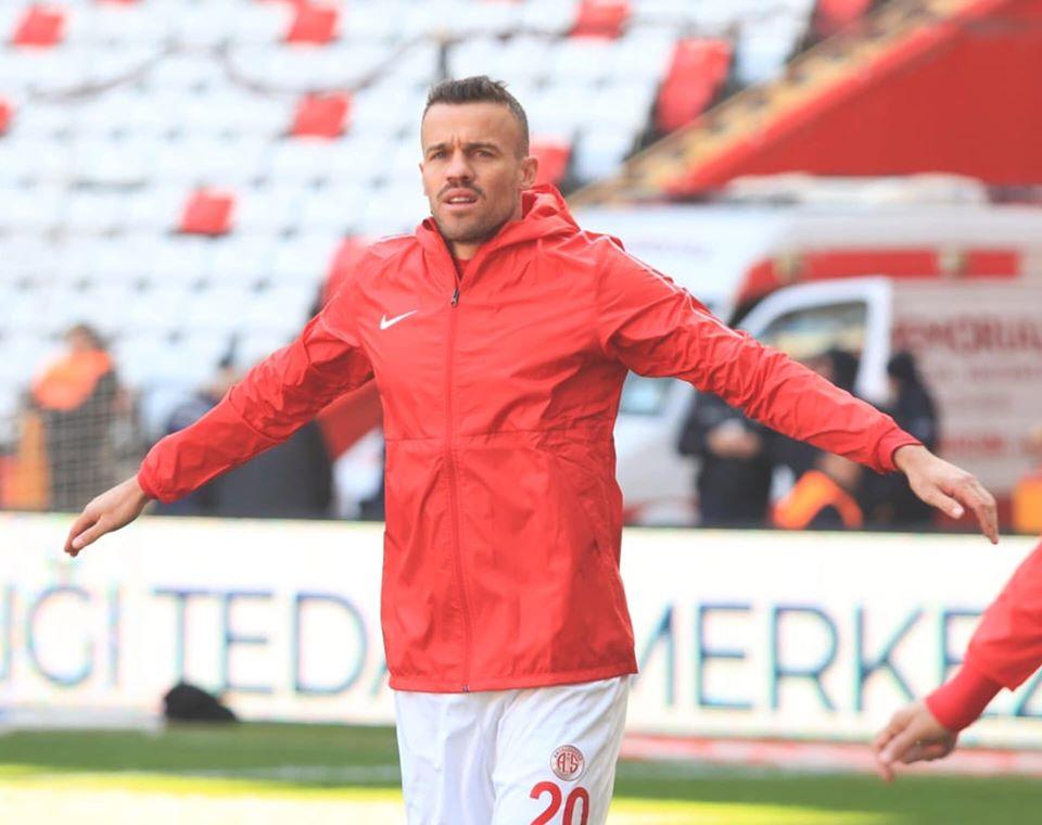 Com vitória fora de casa, Chico comemora 100 jogos com a camisa do Antalyaspor