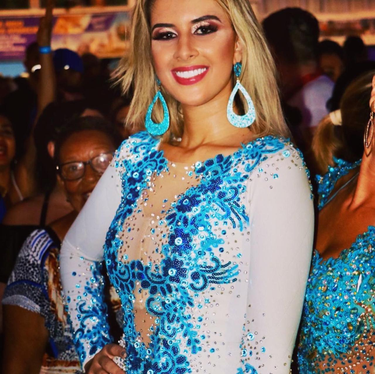 Dentista Fernanda Lima concilia rotina profissional com preparação para o desfile